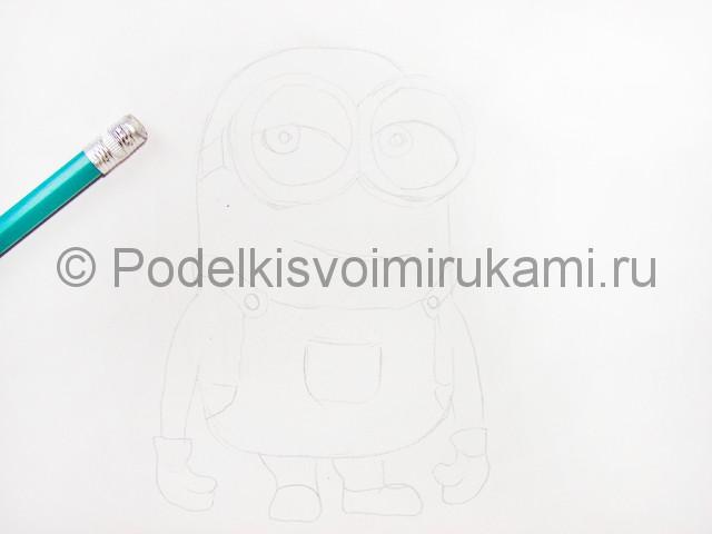 Рисуем миньона цветными карандашами - фото 4.