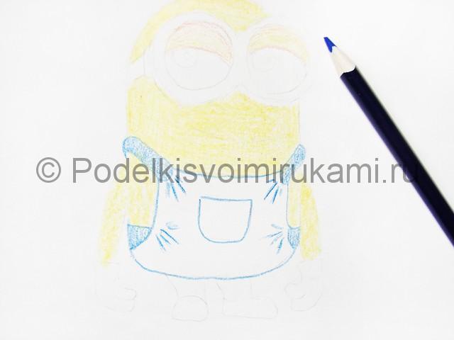 Рисуем миньона цветными карандашами - фото 8.