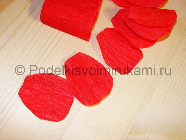 Изготовление розы из гофрированной бумаги - фото 10.