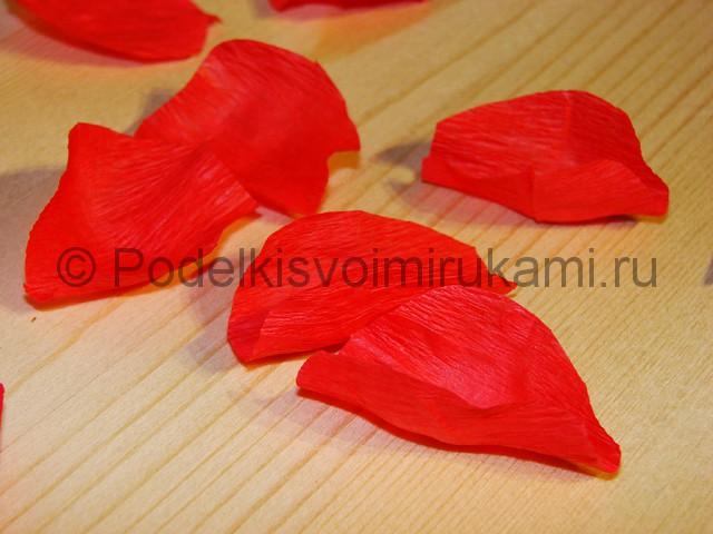 Изготовление розы из гофрированной бумаги - фото 12.