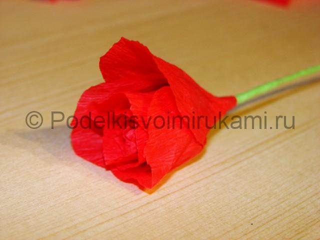 Изготовление розы из гофрированной бумаги - фото 15.