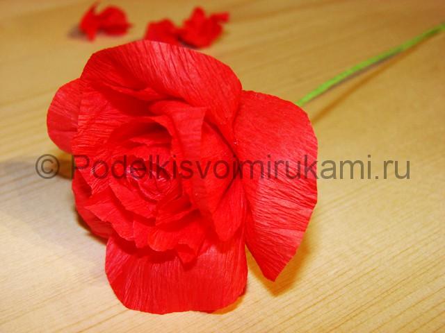 Изготовление розы из гофрированной бумаги - фото 17.