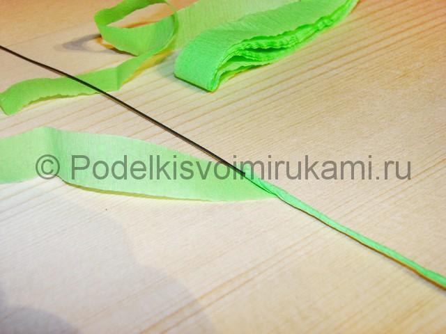 Изготовление розы из гофрированной бумаги - фото 2.