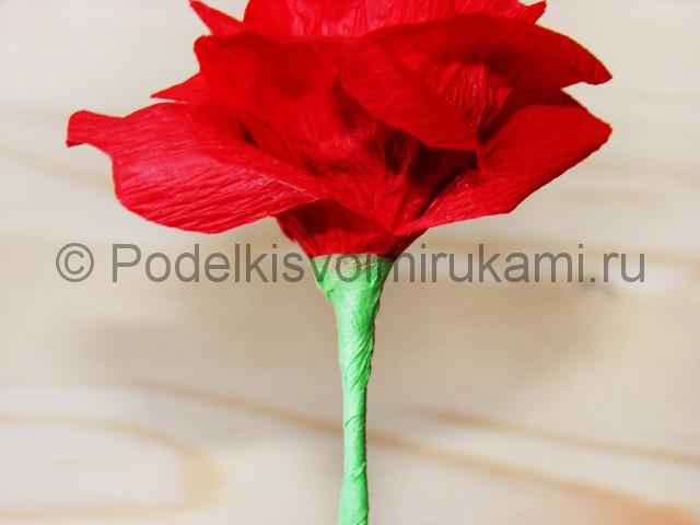 Изготовление розы из гофрированной бумаги - фото 21.