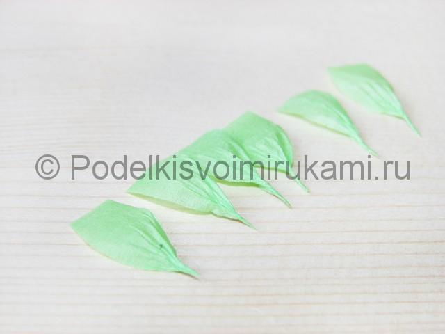 Изготовление розы из гофрированной бумаги - фото 25.