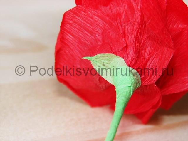 Изготовление розы из гофрированной бумаги - фото 26.