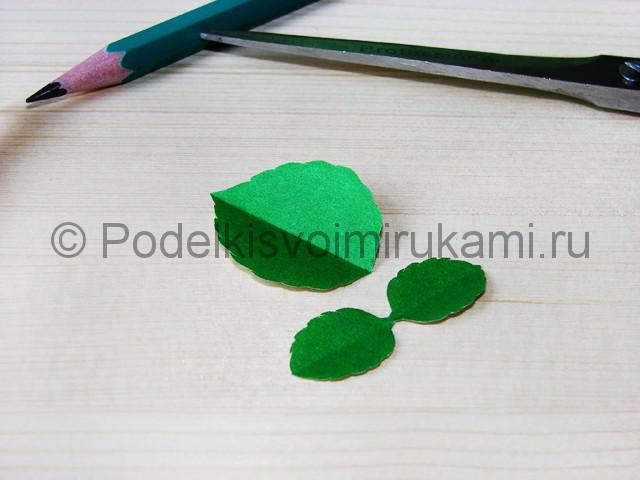 Изготовление розы из гофрированной бумаги - фото 29.