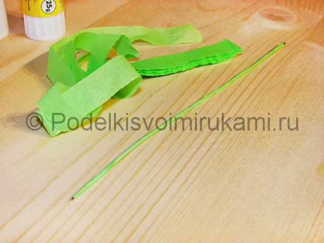 Изготовление розы из гофрированной бумаги - фото 3.