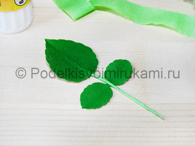 Изготовление розы из гофрированной бумаги - фото 31.