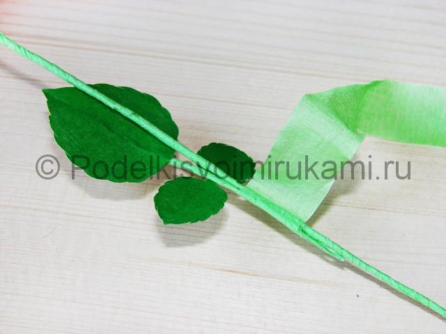 Изготовление розы из гофрированной бумаги - фото 32.