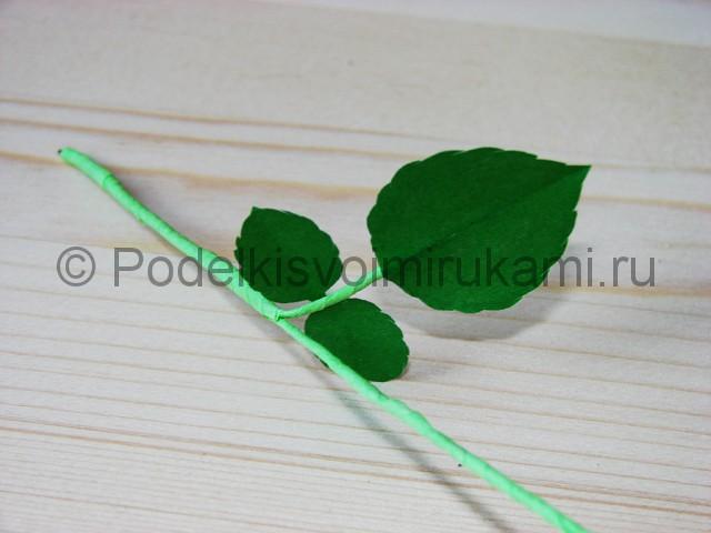 Изготовление розы из гофрированной бумаги - фото 33.