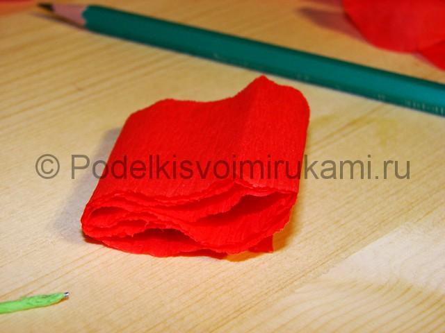 Изготовление розы из гофрированной бумаги - фото 7.