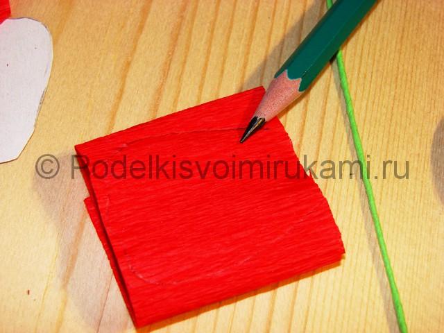 Изготовление розы из гофрированной бумаги - фото 9.