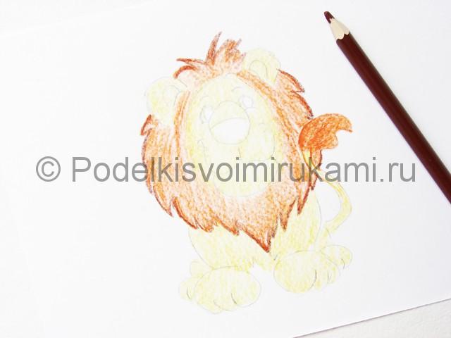 Рисуем льва цветными карандашами - фото 12.