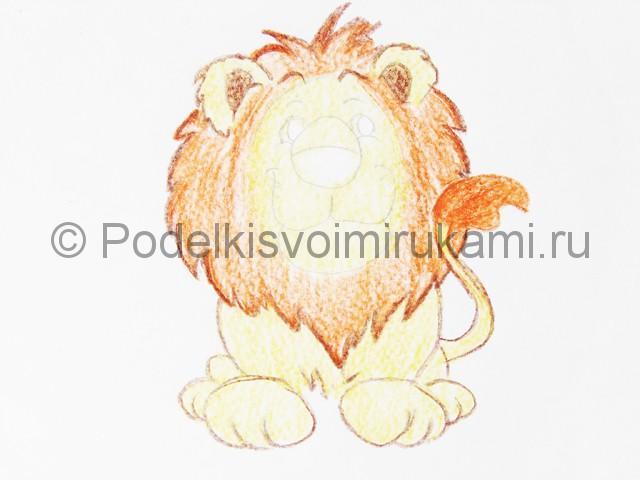 Рисуем льва цветными карандашами - фото 13.