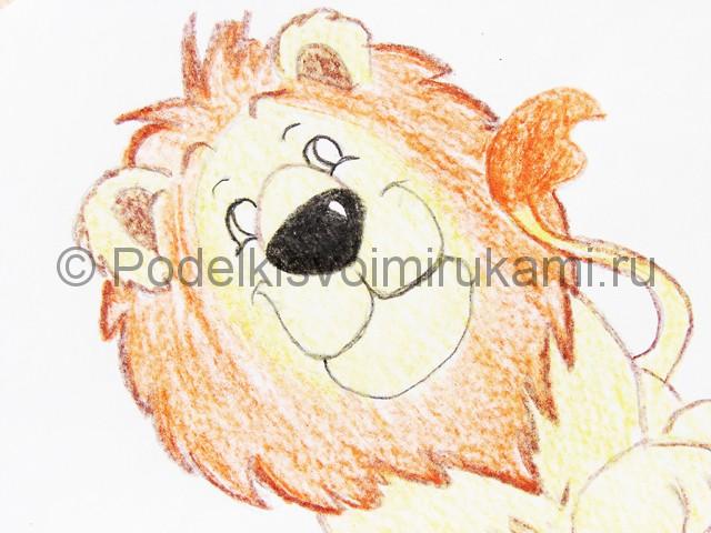 Рисуем льва цветными карандашами - фото 15.