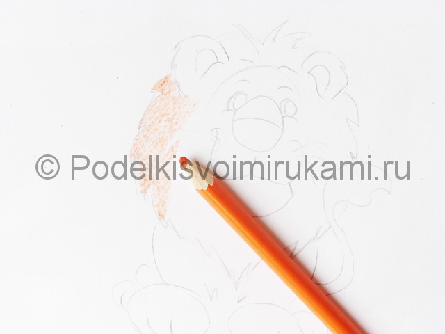 Рисуем льва цветными карандашами - фото 7.