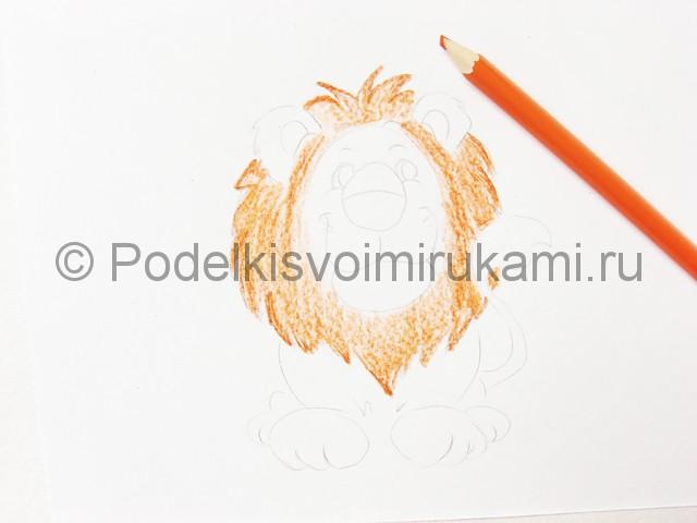 Рисуем льва цветными карандашами - фото 8.