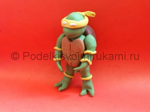 Черепашка-ниндзя из пластилина. Итоговый вид поделки.