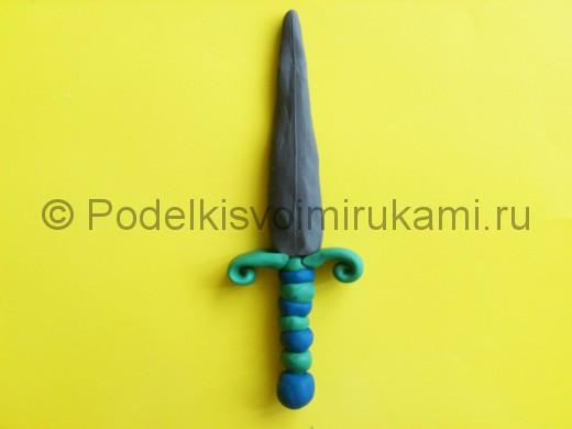 Лепка меча из пластилина. Итоговый вид поделки.