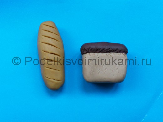 Лепка хлеба из пластилина. Итоговый вид поделки.