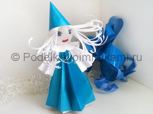 Как сделать куклу из бумаги. Итоговый вид поделки.