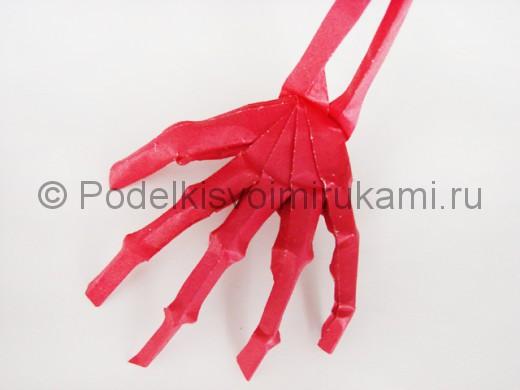 Как сделать руку из бумаги. Итоговый вид поделки.