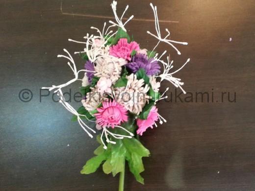 Декорирование шара цветами из фоамирана.
