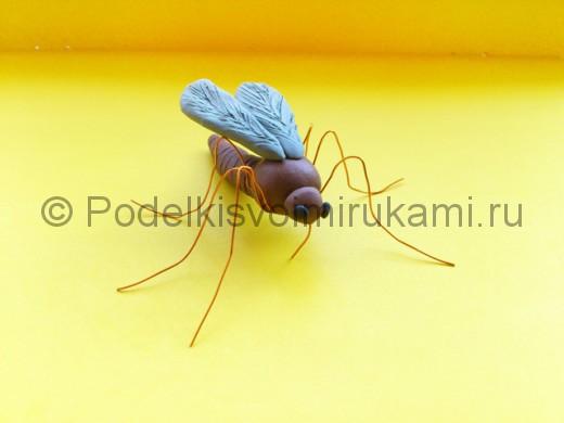 Комар из пластилина.