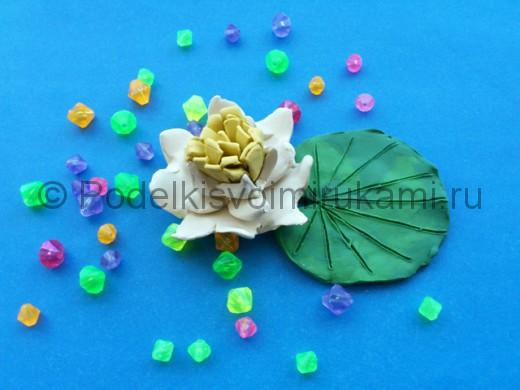Лилия из пластилина.