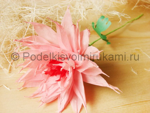 Хризантема из бумаги.